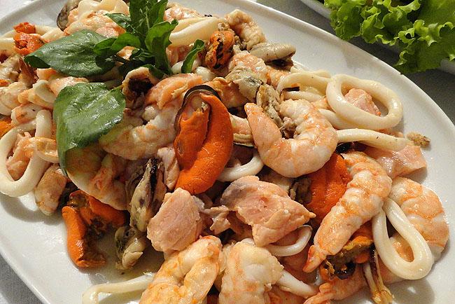 Salada de frutos do mar: aperitivo refrescante no verão