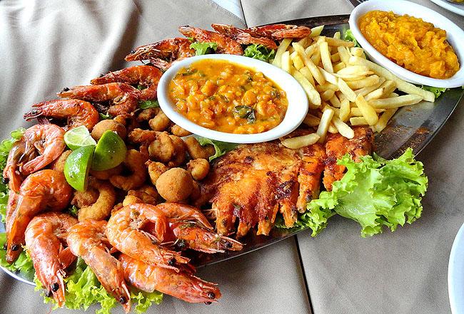 Restaurante Lago da Sereia, Camboriú: sequência de camarão à beira mar