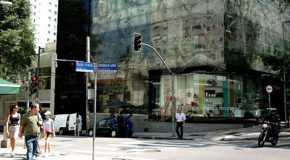 Rua Oscar Freire: muquiranas também têm vez na rua mais luxuosa do Brasil
