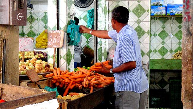 Feira de Sao Joaquim Salvador feirante
