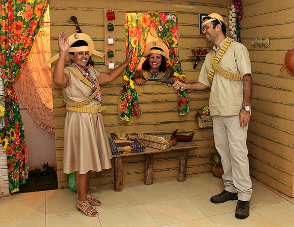 Festa Nordestina Figurino Lampião e Maria Bonita 1