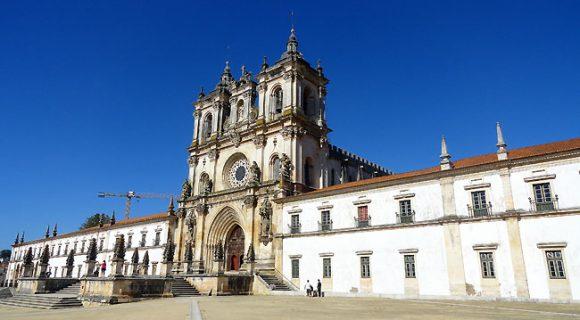 Mosteiro de Alcobaça: o monumento português que abriga a história do amor trágico entre Pedro e Inês de Castro