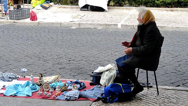 Feira da Ladra Lisboa - vendedor