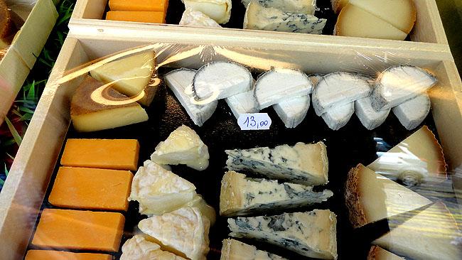 Le fromagerie Lepic Montmartre Paris - Onde comprar queijos baratos em Paris - Tabua de queijos