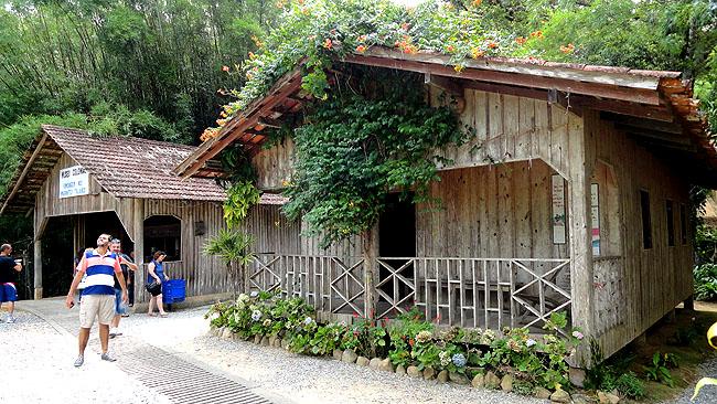 Santuario Santa Paulina Nova Trento SC - Casa do Colono