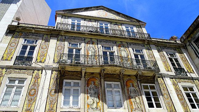 Lisboa bairro a bairro Chiado fachadas