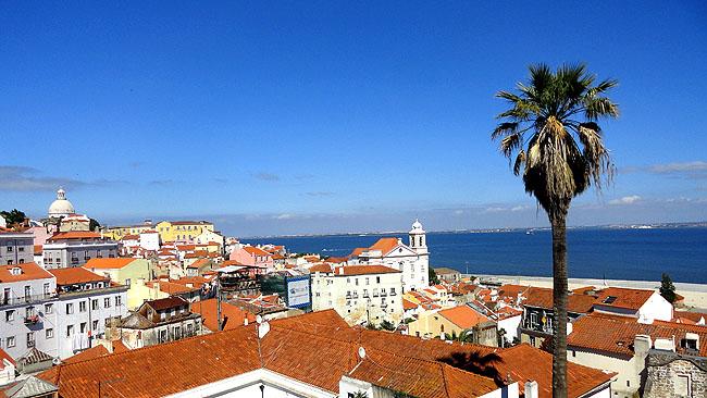 Lisboa bairro a bairro Alfama Miradouro das Portas do Sol 1