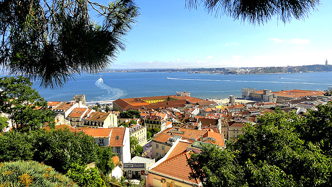 Lisboa bairro a bairro Alfama Vista do Castelo Sao Jorge