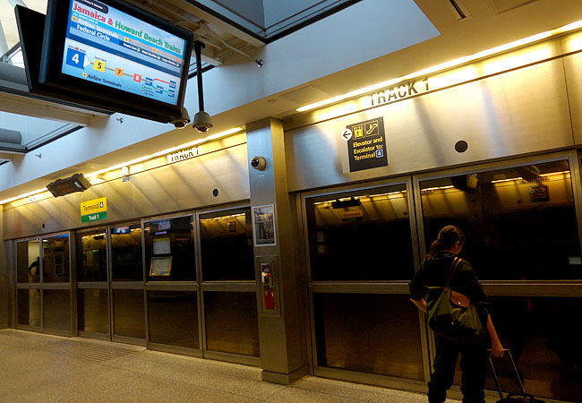 Como ir do aeroporto JFK a Manhattan Airtrain