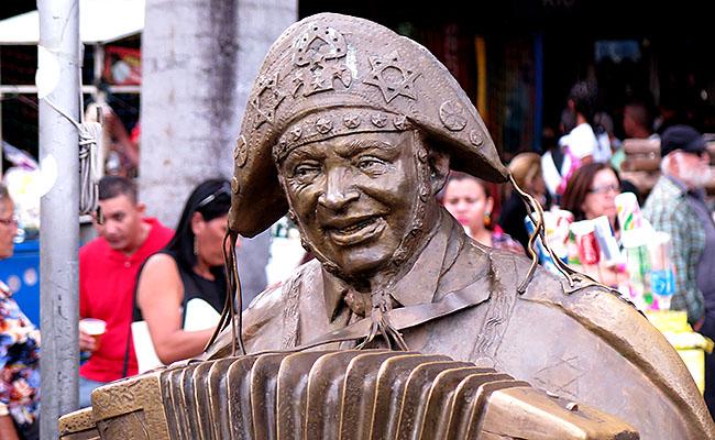 Feira de Sao Cristovao Estatua Luiz Gonzaga