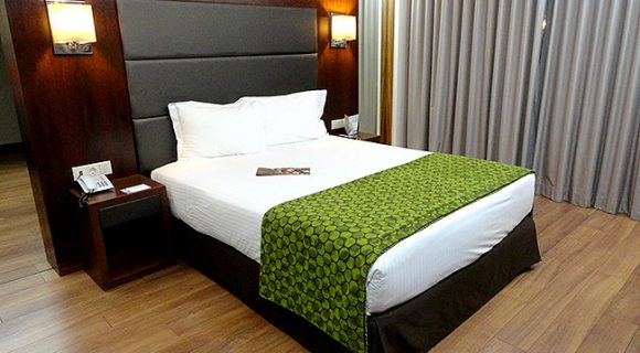 Hotel Eurostars Oporto: hospedagem 4 estrelas com preço incrível no Porto