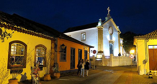 Santo Antonio de Lisboa Por do Sol casario noite