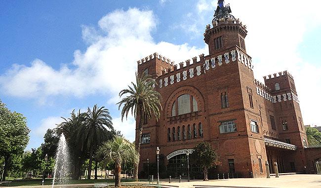La Ribera Par de la Ciutadella Castillo Tres Dragones