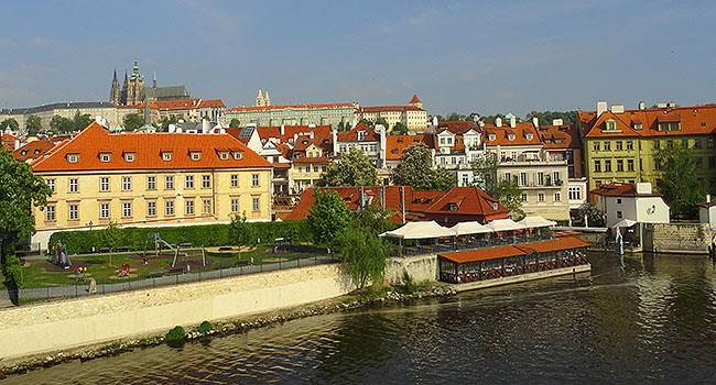 Praga com Castelo ao Fundo