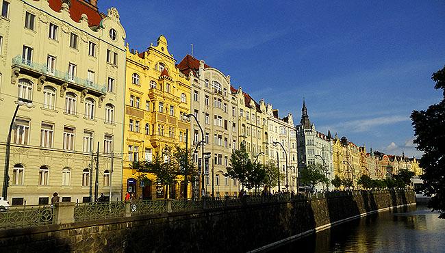 Praga predios historicos beira rio