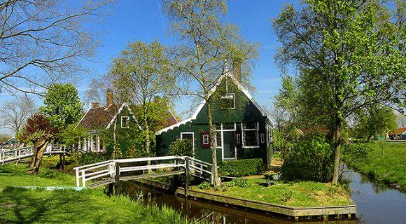 Zaanse Schans: como conhecer por conta uma típica vila holandesa com moinhos, queijos e tamancos