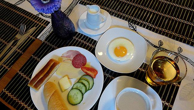 hostel-bom-e-barato-em-praga-wandering-cafe-da-manha
