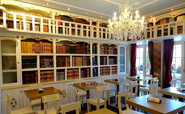 Casa Portuguesa Pasteis de Bacalhau - Biblioteca