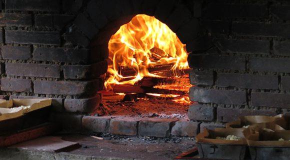 Casa do Colono em Gramado: queijos, vinhos, cucas e o melhor pão com linguiça da vida