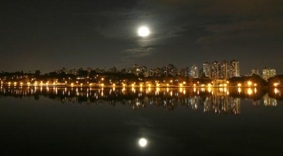 Curitiba: anoitecer no Parque Barigui