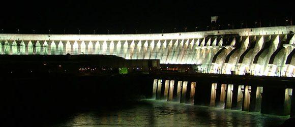 Itaipu: iluminação monumental da barragem