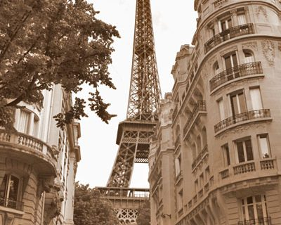 Paris: Torre Eiffel completa 120 anos